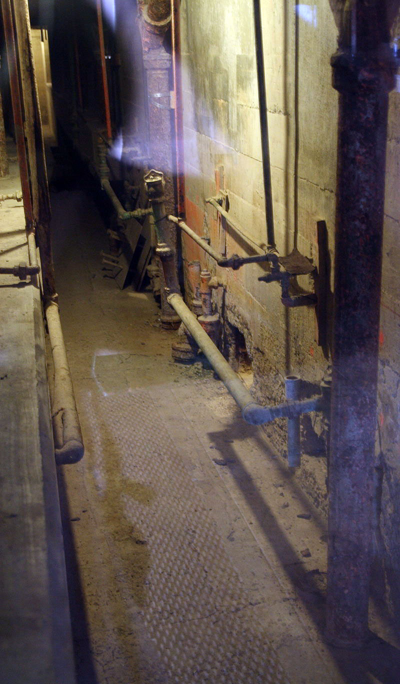 Visto do buraco fora das celas por onde os três fugitivos mais famosos escaparam