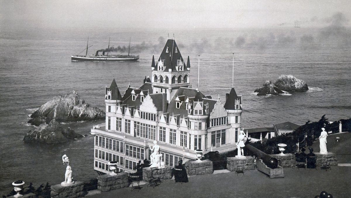 Vista da Cliff House tirada no terraço de Propriedade de Adoph Sutro