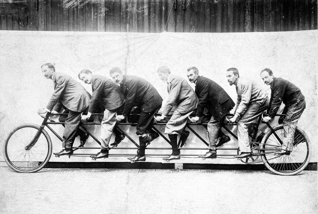 Uma bicicleta Tandem de sete lugares, em 1895