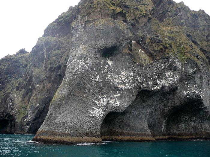 rock-formation-elephant-heimaey-iceland-001