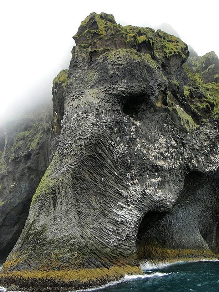rock-formation-elephant-heimaey-iceland-003