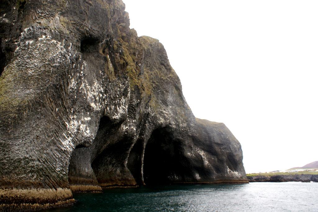rock-formation-elephant-heimaey-iceland-004
