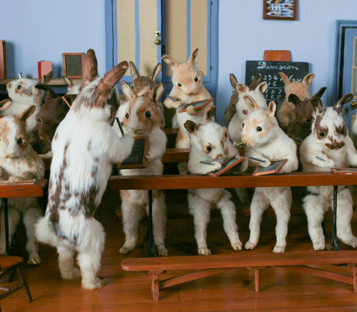 Walter-Potters-Curious-World-of-Taxidermy_002