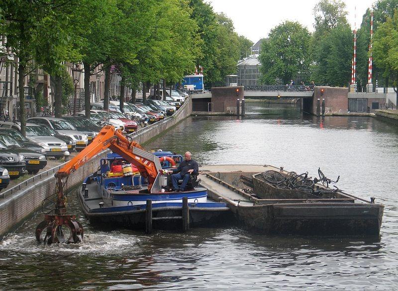 bicycle-fishing-amsterdam_001