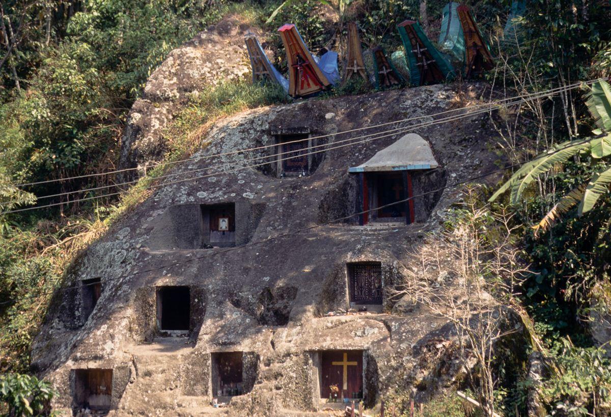 Os túmulos nas falésias