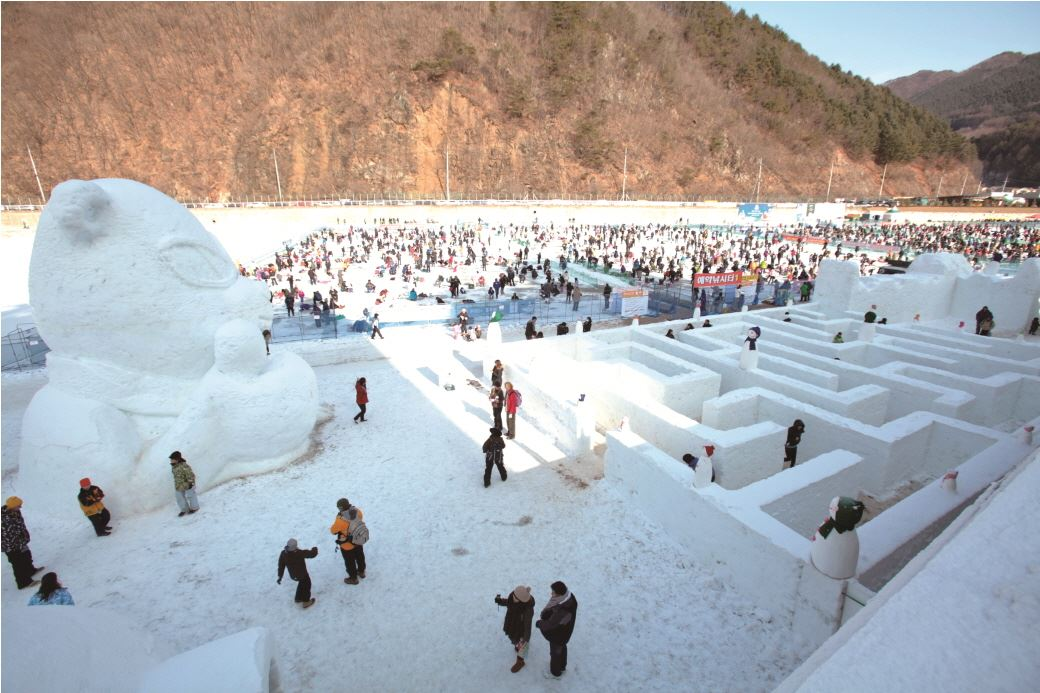 Hwacheon-Sancheoneo-Ice-Festival_000