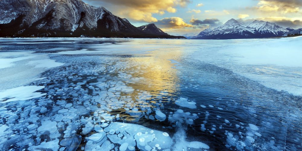 Abraham Lake, o incrível lago inflamável