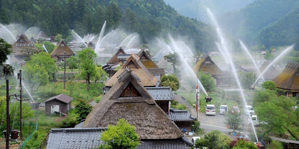 Kayabuki no Sato, a pequena vila e seu sistema anti-incêndio