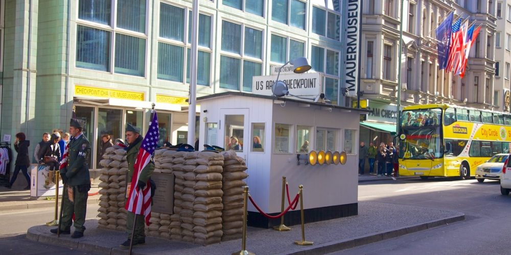 Checkpoint Charlie, o temido ponto de controle de Berlim