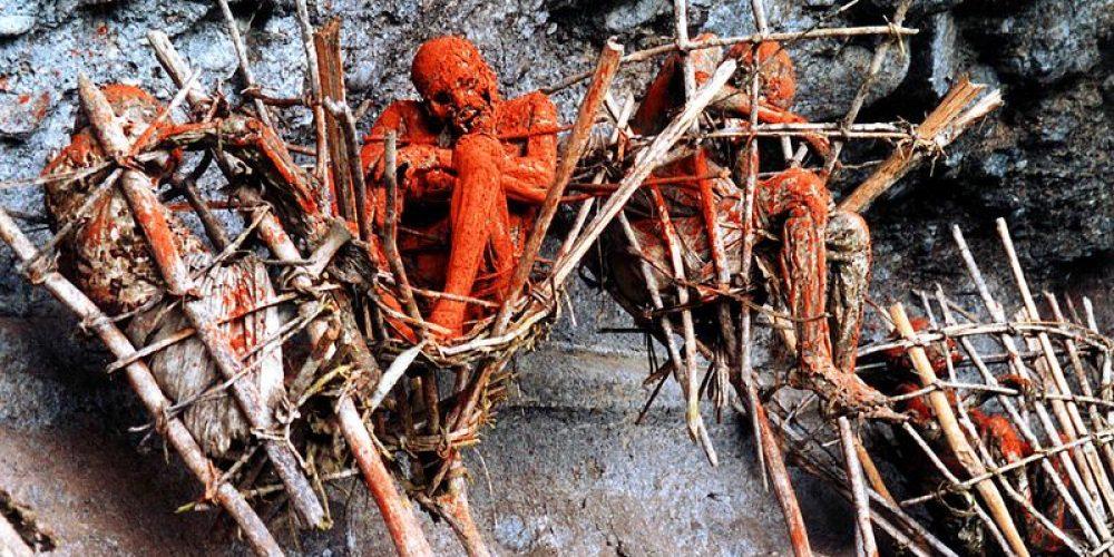 Os cadáveres defumados da tribo Anga
