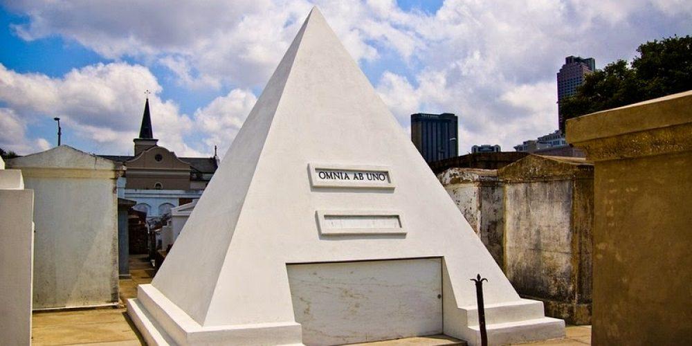 O túmulo de Nicolas Cage