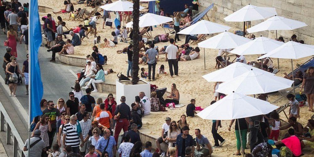 Sol, areia e diversão nas praias artificiais de Paris