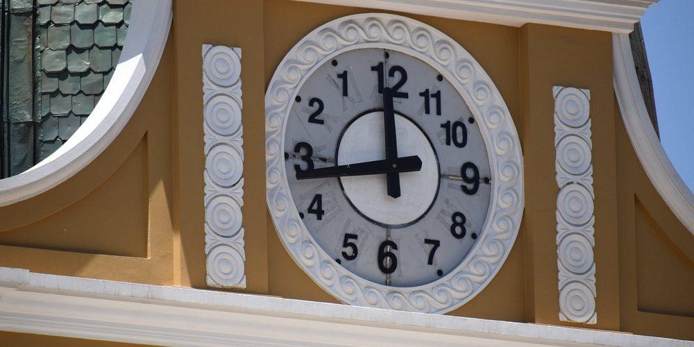 O relógio ao contrário da Bolívia