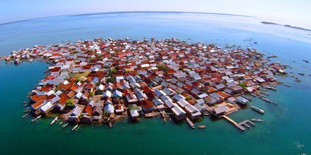 Bungin Island, a ilha que as cabras precisam comer papel e plásticos