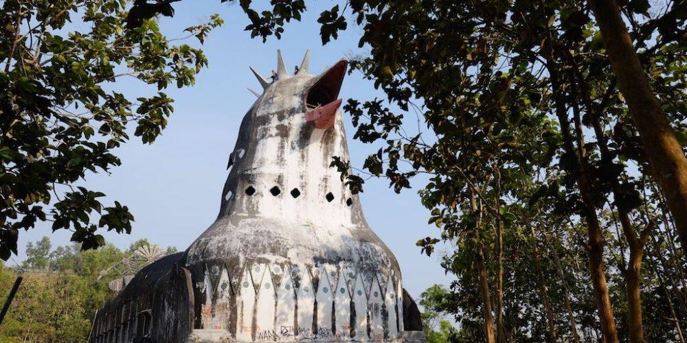 O templo da galinha na Indonésia