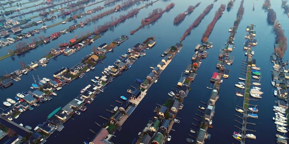 Scheendijk, as ilhas estreitas em Loosdrecht, na Holanda