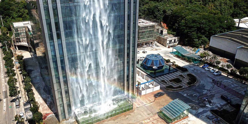 Liebian Building, a cachoeira construída num edifício