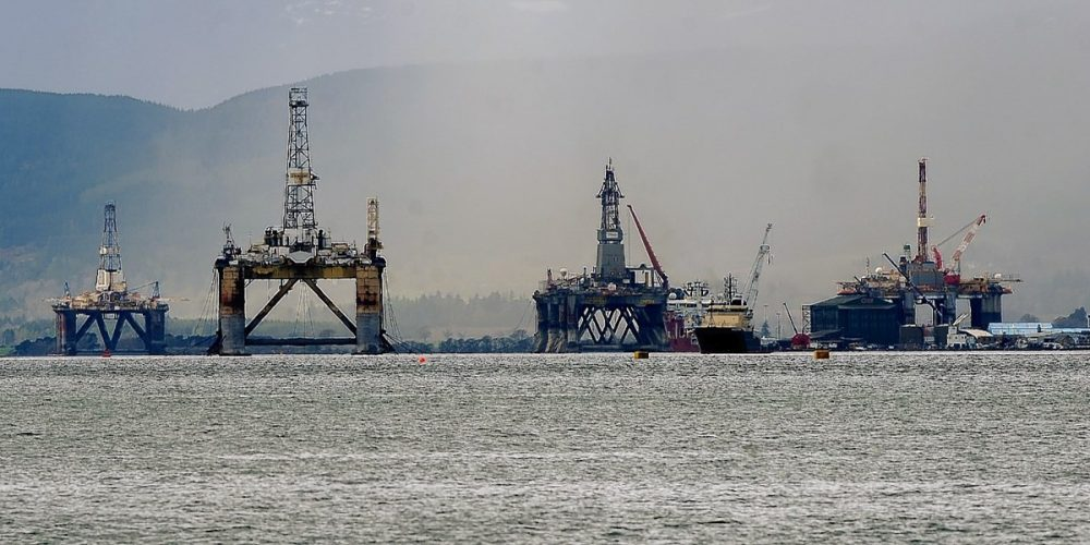 O cemitério das plataformas petrolíferas de Cromarty Firth