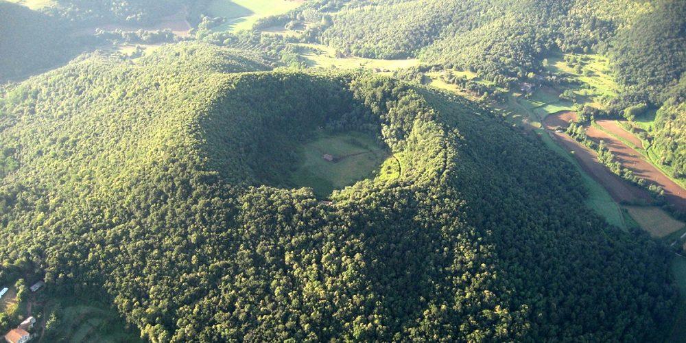 A solitária capela dentro do vulcão de Santa Margarida