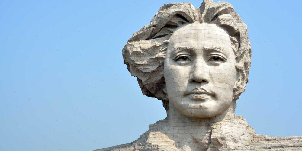 A estátua do jovem Mao-Tsé-Tung